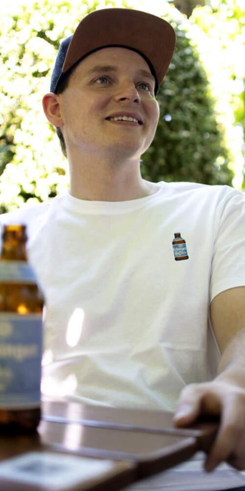 Helles T-Shirt Stickerei